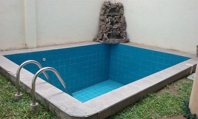 los especialistas en limpieza de piscinas
